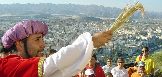 Ruta teatralizada por guilas for Oficina turismo aguilas