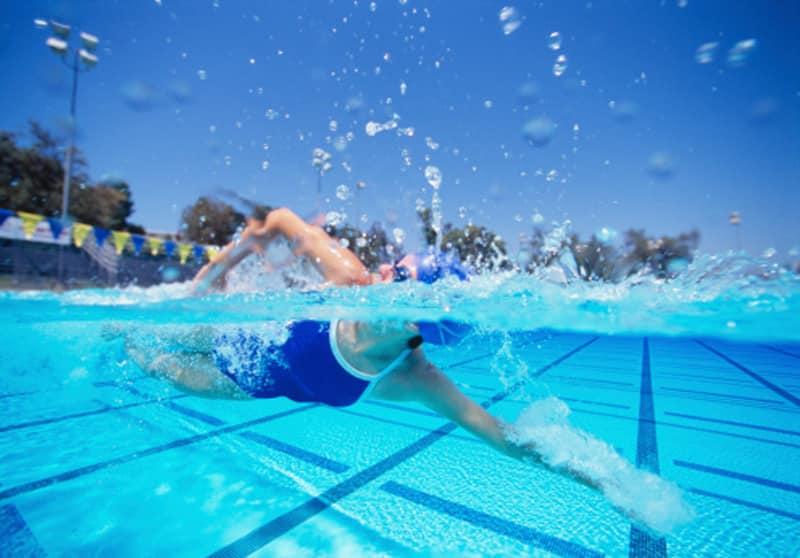 ejercicio nadar o caminar
