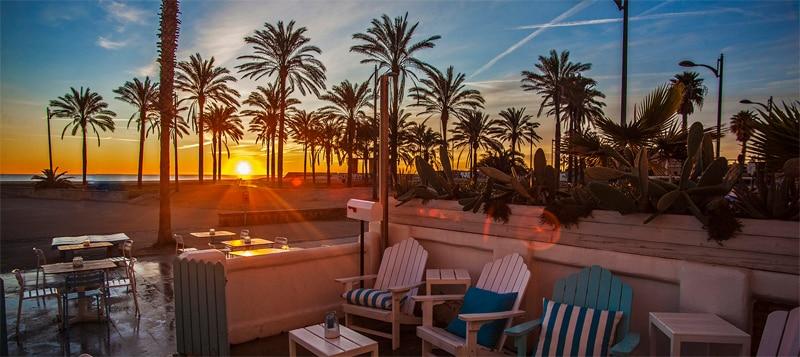 Ideas para hacer con niños este verano cerca de Valencia - chiringitos de playa