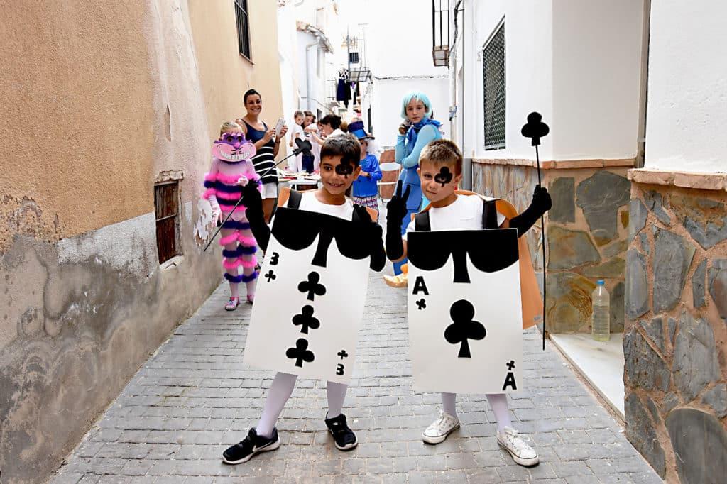 Disfraces caseros de alicia en el pa s de las maravillas for Sala queen pontevedra
