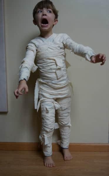 Disfraces infantiles caseros - Momia