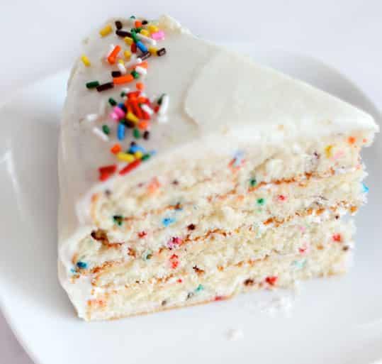 ¿Hay algo más divertido que un pastel de confeti?