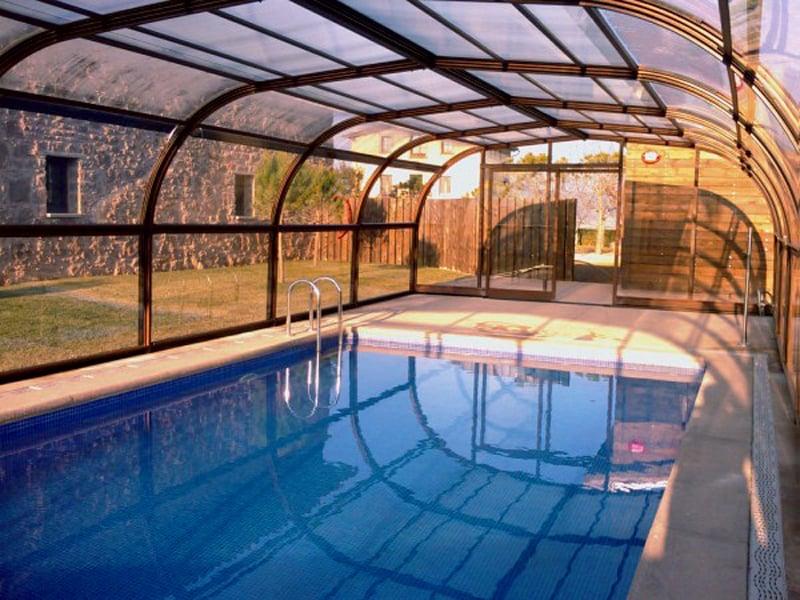 piscina cubierta en casa rural