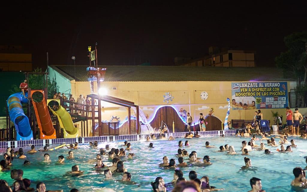 Días de remojo, escuelas de verano y fiestas nocturnas en las Piscinas de Valencia