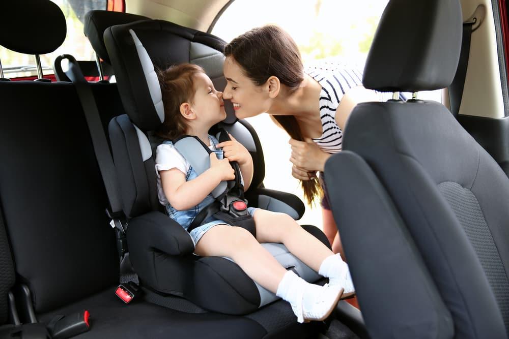 Normativa de sillas en coches para niños