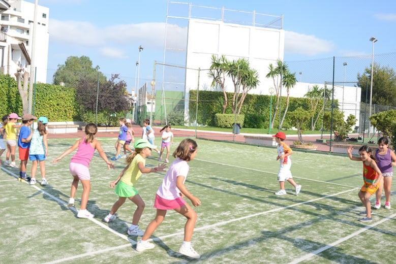 Escuela de Verano y Clases de tenis en el Club Deportivo Campolivar