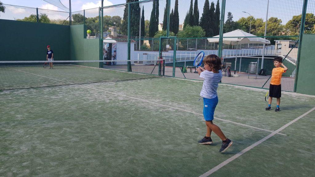 Tenis y actividades familiares en Club Deportivo Campolivar