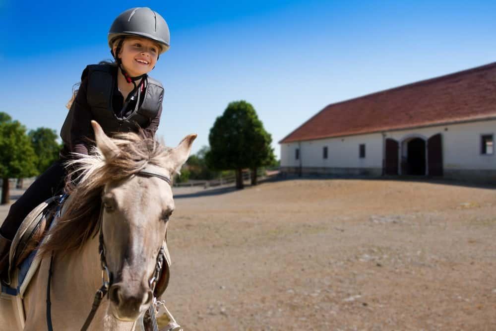 Clases de equitación para niños, aprender a montar a caballo en Valencia